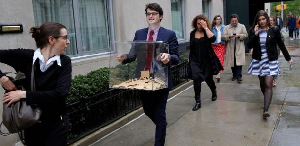 Consulado francês em Nova York é evacuado após ameaça de bomba durante votação para eleição presidencial francesa