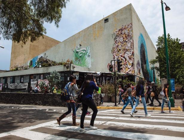 O Auditório Justo Sierra, que está ocupado por manifestantes políticos desde 2000, na Universidade Nacional Autônoma do México, na Cidade do México