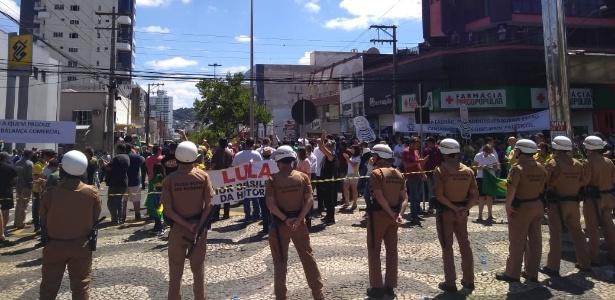 As manifestações entre apoiadores e contrários ao Lula foi separada pela polícia