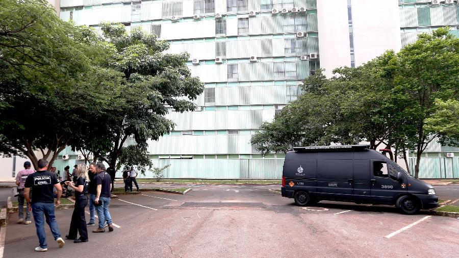 29.dez.2018 - Esquadrão antibombas da Polícia Militar verifica a suspeita de um artefato explosivo no estacionamento do Ministério do Planejamento - ERNESTO RODRIGUES/ESTADÃO CONTEÚDO