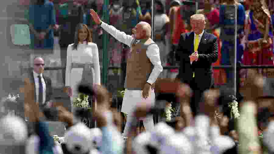 """24.fev.2020 - Narendra Modi e Donald Trump durante evento que recebeu o título de """"Namaste Trump"""" - Francis Mascarenhas/Reuters"""