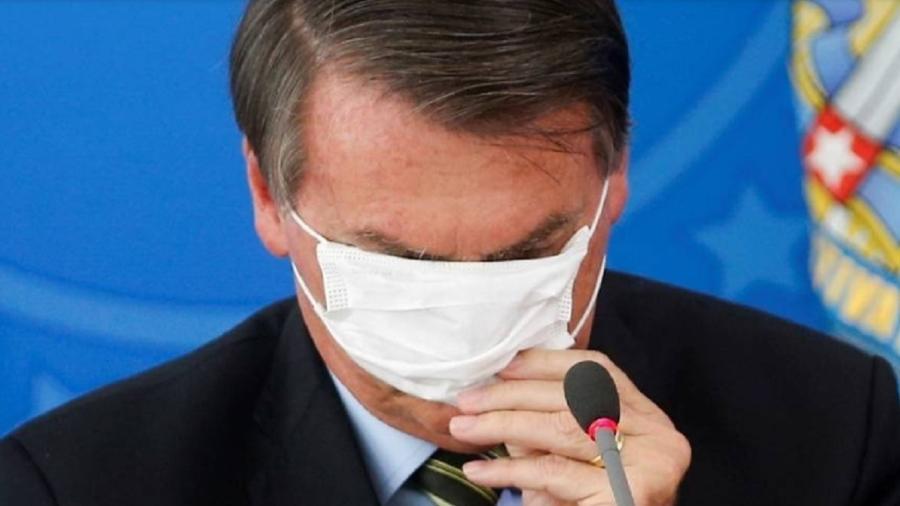 Máscara cobre os olhos de Bolsonaro em coletiva sobre coronavírus - Reprodução