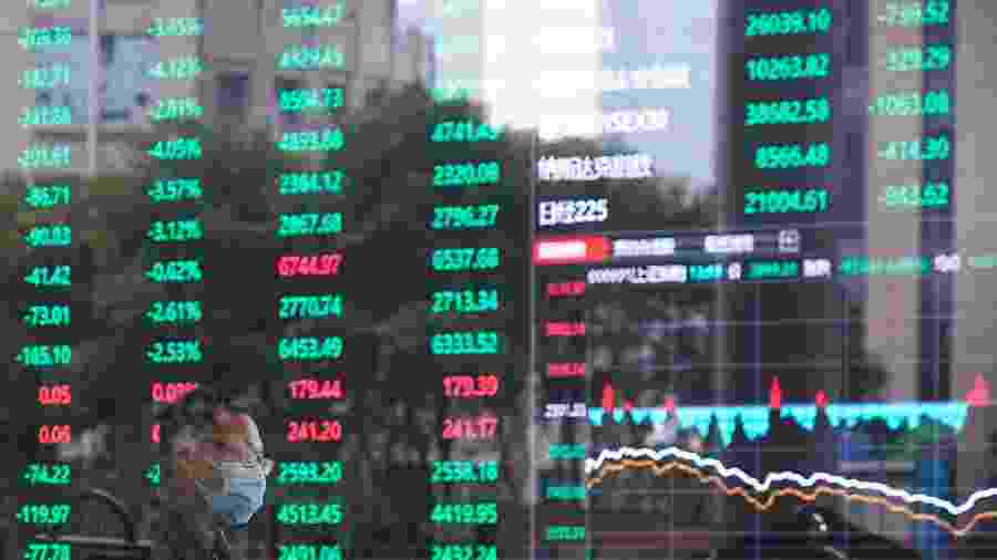 Prédio da Bolsa de Xangai; maior queda em seis semanas - ALY SONG