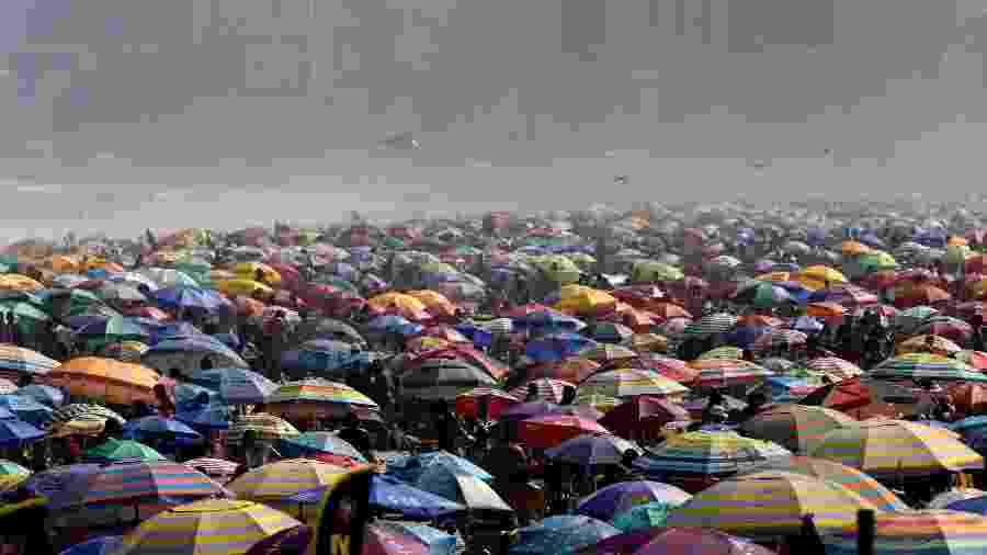 Vista da praia de Ipanema, na zona sul do Rio de Janeiro, na tarde do último domingo (6) - Wilton Junior /Estadão Conteúdo