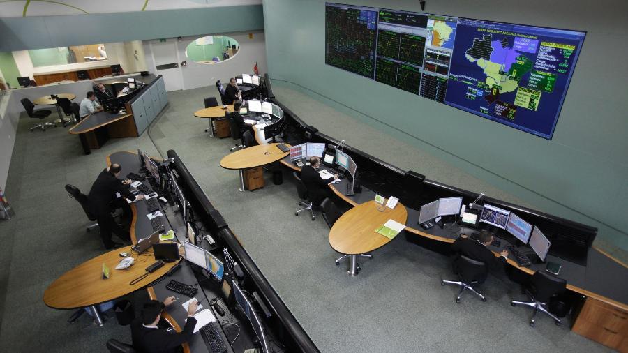 Sala de monitoramento do ONS, em Brasília; carga de energia deverá aumentar 4,4% em dezembro  - Ricardo Moraes/Reurers