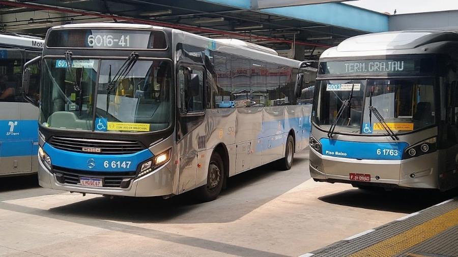 Ônibus estacionados no terminal Grajaú, extremo sul da cidade de São Paulo  - Cleber Souza/UOL
