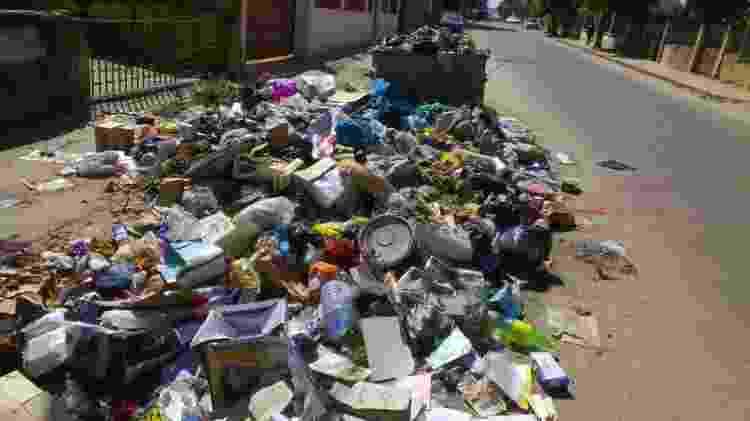 Lixo acumula nas ruas durante a paralisação dos profissionais de limpeza urbana em São Paulo - Alexandre de Paulo - Alexandre de Paulo