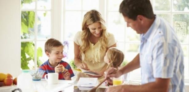 Envolvimento maior do pai na criação gera filhos mais felizes e pais mais saudáveis - Thinkstock/via BBC