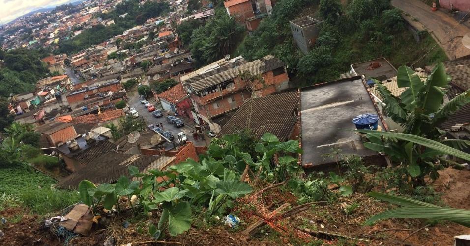 11.mar.2016 - Deslizamento de terra após fortes chuvas causou tragédia em Francisco Morato (SP)