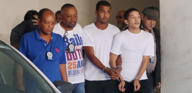 """Lucas Perdomo (primeiro da direita para a esquerda) foi solto nesta sexta-feira (3). Para a polícia, não há """"provas suficientes"""" para que ele continue preso"""