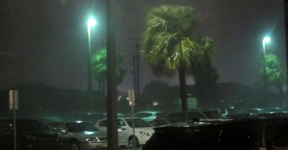 7.out.2016 - Tempestade com ventos e chuva fortes são causados pela proximidade do furacão Matthew em Melbourne, Estado da Flórida (EUA)