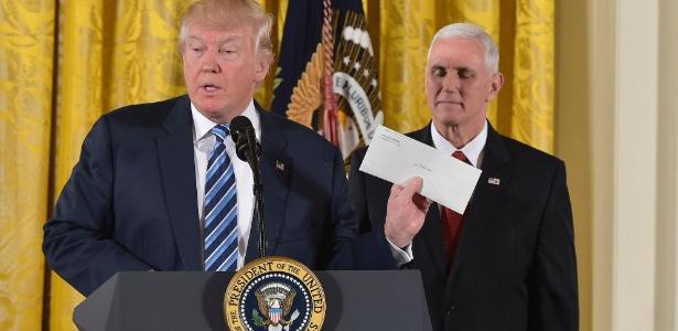 """""""É uma linda carta"""", disse Trump sobre mensagem que Obama deixou para ele na Casa Branca"""