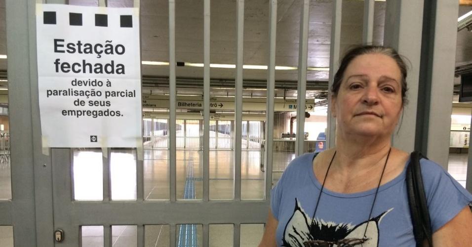 """15.mar.2017 - Para a dona de casa Vera Lúcia Santiago, 60, a paralisação do transporte prejudicou uma consulta marcada havia seis meses com um cardiologista. """"Acho isso um absurdo. Operei em 2010, coloquei pontes de safena, e tinha essa consulta hoje"""", afirmou. Ela disse desconhecer tanto que haveria paralisações nesta quarta"""