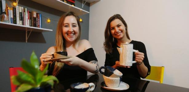 A designer Amanda Rodrigues de Oliveira, 25, e a advogada Camila Makarausky, 27 - Alex Silva/Estadão Conteúdo
