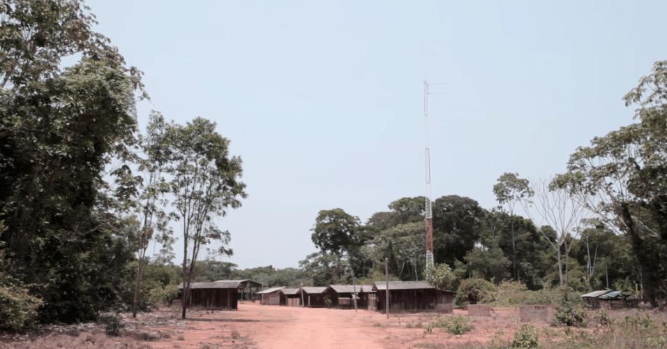 Barracão abandonado construído para a retirada de madeira na TI Manoki