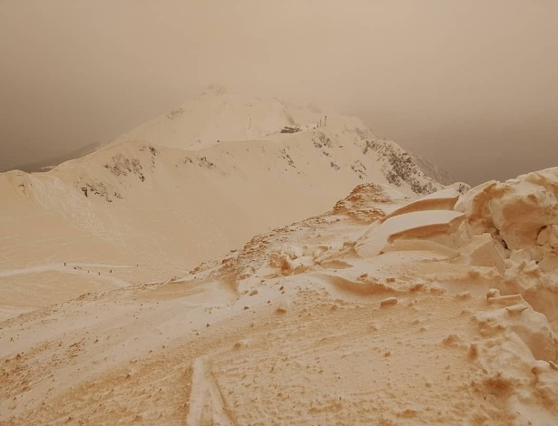 Estranho fenômeno da neve laranja intriga países do leste europeu; veja imagens - MARGARITA ALSHINA