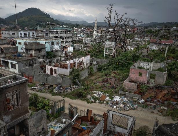 Cidade de Marawi ficou destruída após combates entre o EI e o exército filipino