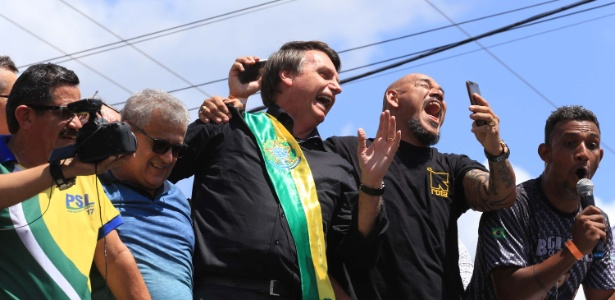 Bolsonaro (PSL) faz campanha na cidade de Marabá (PA) nesta quinta-feira (12)