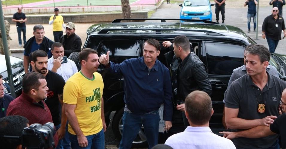 Jair Bolsonaro vota na escola Rosa da Fonseca, na zona oeste do Rio de Janeiro