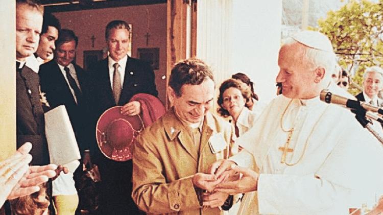 Papa quebra protocolo e dá seu anel episcopal ao padre Italo Coelho após visita ao Vidigal - ARQUIDIOCESE DO RIO DE JANEIRO - ARQUIDIOCESE DO RIO DE JANEIRO