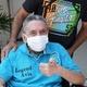 26.set.2020 - Iray Fernandes, na cadeira de rodas, é o último paciente a ter alta no hospital de campanha do Ibirapuera - Divulgação/Governo de SP