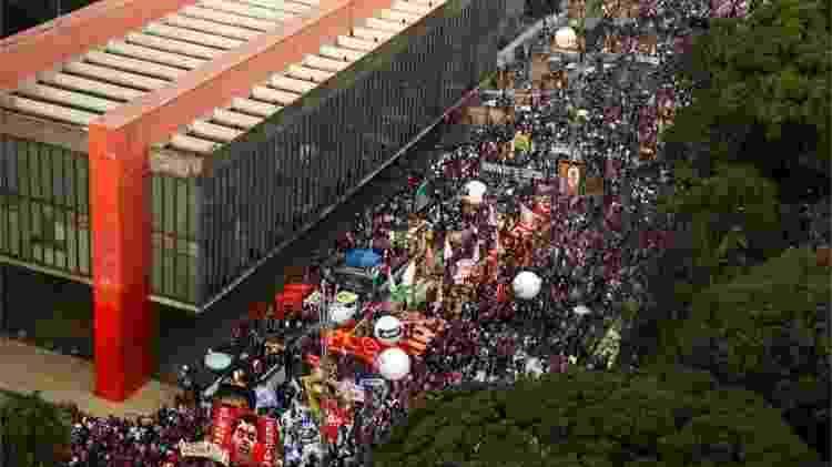 Manifestações contra Bolsonaro cresceram, mas continuam menores que atos pelo impeachment de Dilma Rousseff - Reuters - Reuters