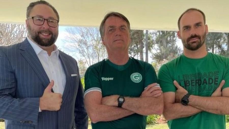 Jason Miller, Jair Bolsonaro e Eduardo Bolsonaro em Brasília - Reprodução
