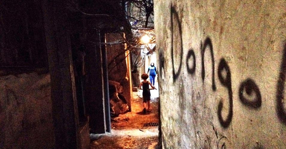O sol não entra na maioria das vielas de Chatila, uma favela no sul de Beirute (Líbano) que virou destino para palestinos refugiados da guerra síria