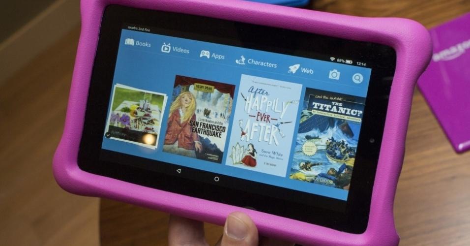 17.set.2015 - A Amazon lançou o Fire HD Kids Edition, um tablet com bordas grandes de borracha. Conta com um navegador web feito para crianças, no qual os pais definem os sites a serem liberados, além de 10.000 vídeos pré-aprovados para o público infantil