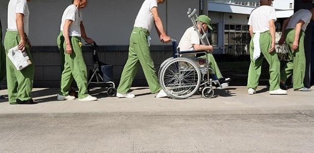 Alguns homens idosos também preferem morar na cadeia no Japão - Ko Sasaki/The New York Times