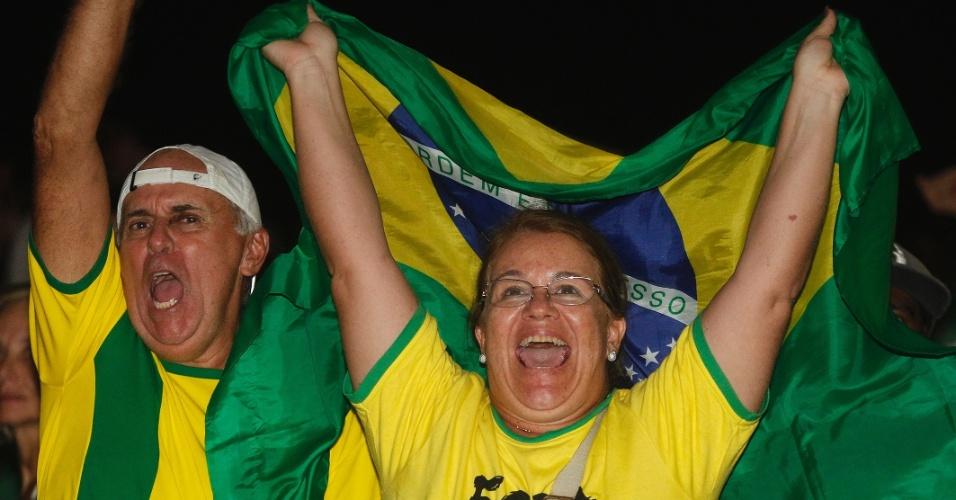 17.abr.2016 - Manifestantes comemoram a resultado da votação da Câmara dos Deputados que aprovou a abertura do processo de impeachment da presidente Dilma Rousseff, no Rio de Janeiro