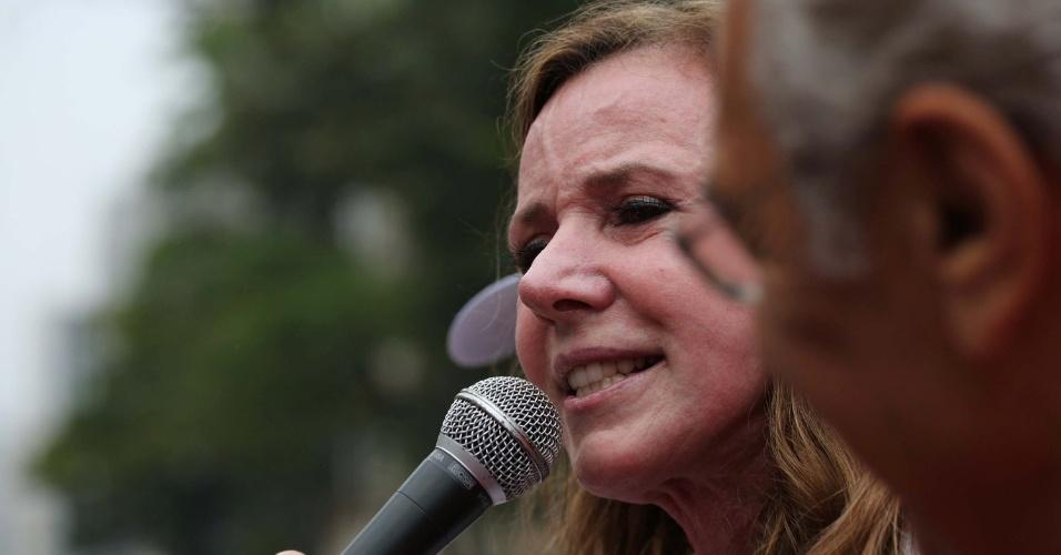 11.set.2016 - A senadora Vanessa Grazziotin (PCdoB-AM) discursou durante o protesto contra o presidente Michel Temer (PMDB) neste domingo (11) em São Paulo