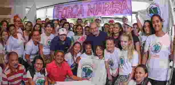 Simpatizantes levaram uma faixa com desejo de melhoras à ex-primeira-dama - Roberto Stuckert/Instituto Lula/Divulgação - Roberto Stuckert/Instituto Lula/Divulgação