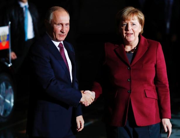 Merkel e Putin em encontro ocorrido em Berlin em outubro do ano passado