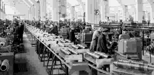 Fábrica da BMW em 1942; empresa usou trabalho forçado durante período nazista - Reprodução