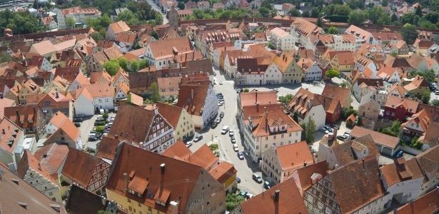 Muros e prédios mais antigos da cidade foram construídos com pedras que contêm diamantes