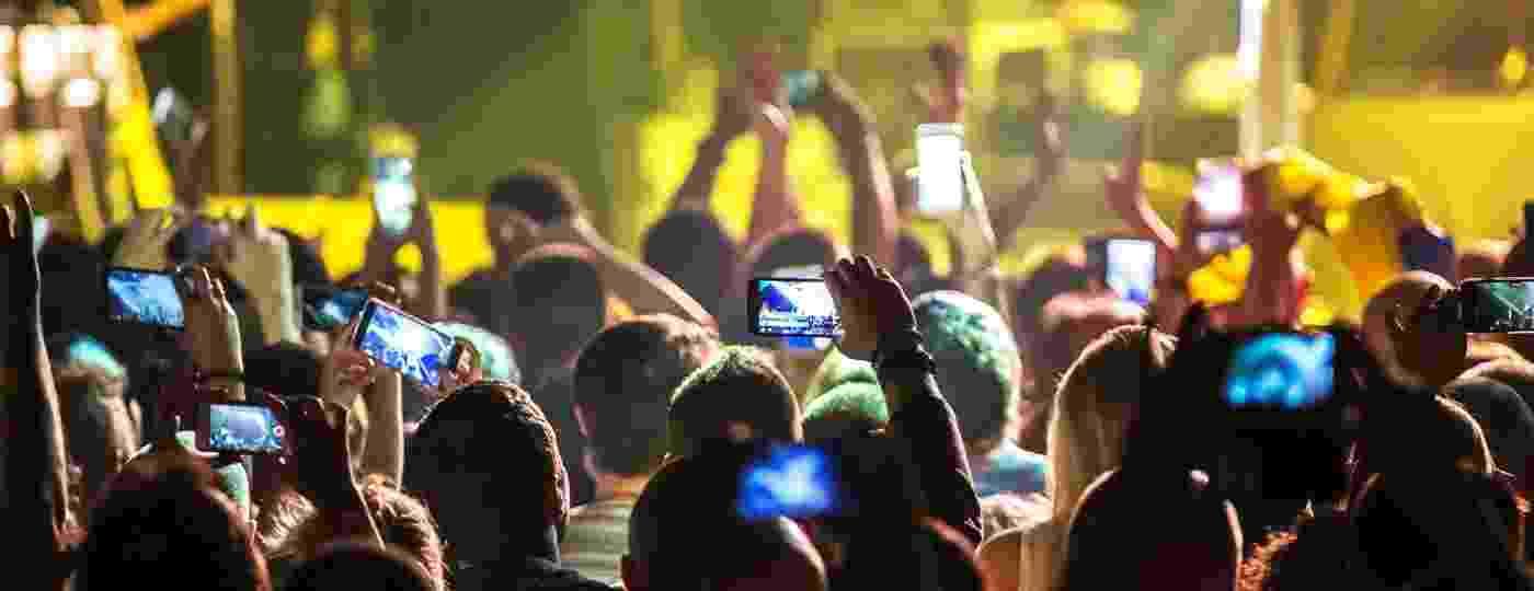 Agora aquela imagem horrível do show gravada pelo celular pode valer alguma coisa - istockphoto