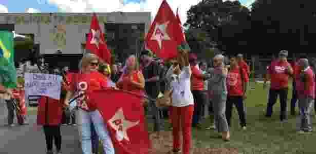 manifestantes dirceu - Luciana Amaral/UOL - Luciana Amaral/UOL