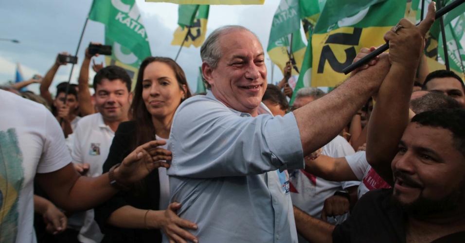 15.set.2018 - Ciro Gomes faz caravana com apoiadores e filiados no Portal Amazônia, em Belém
