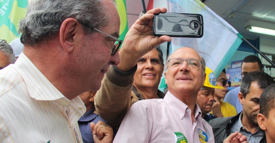 28.set.2018 - O candidato à presidência da República pelo PSDB, Geraldo Alckmin faz caminhada pelo calçadão do centro de São Miguel Paulista, Zona Leste de São Paulo (SP), na manhã desta sexta-feira (28)