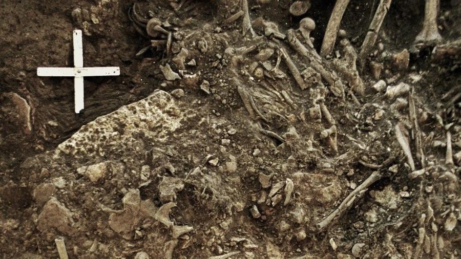 Restos mortais de uma mulher de 20 anos que foi morta pela primeira grande pandemia