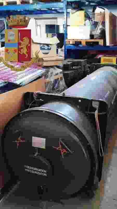 Durante a operação, a polícia encontrou um míssil ar-ar Matra, de fabricação francesa, que aparentemente pertenceu às Forças Armadas do Catar - Polizia di Stato via Reuters