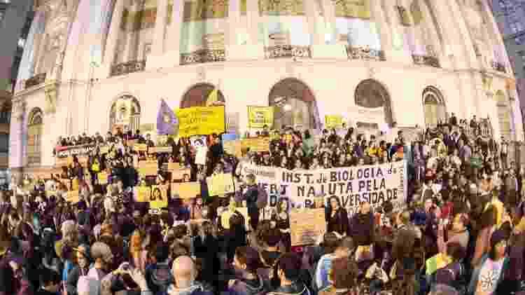 Manifestantes se concentram na Cinelândia, no centro do Rio, para protesto em defesa da Amazônia - Allan Carvalho/AM Press&Images/Estadão Conteúdo