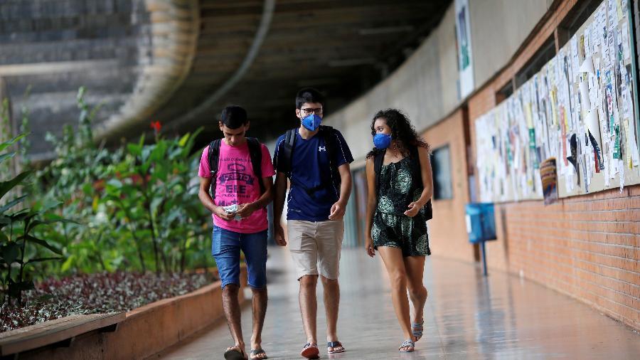 Estudantes na Universidade de Brasília - Adriano Machado/Reuters