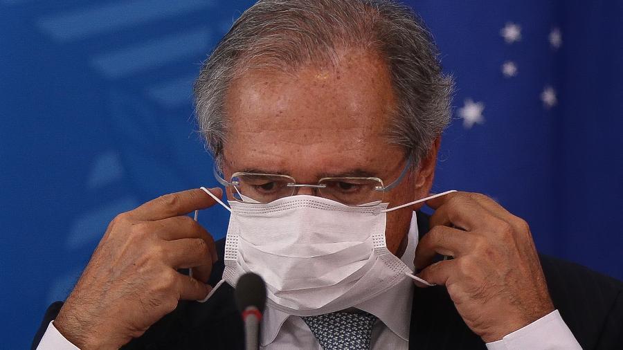 18.mar.2020 - De máscara, ministro Paulo Guedes (Economia) participa de coletiva sobre o novo coronavírus - Pedro Ladeira/Folhapress