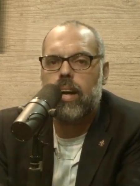 O blogueiro Allan dos Santos, do canal Terça Livre, durante transmissão ao vivo após operação da Polícia Federal - Reprodução/YouTube