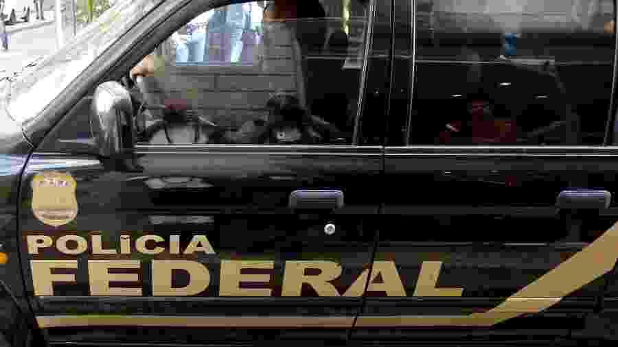 Carro da Polícia Federal; operação mira compra de votos - Sergio Moraes