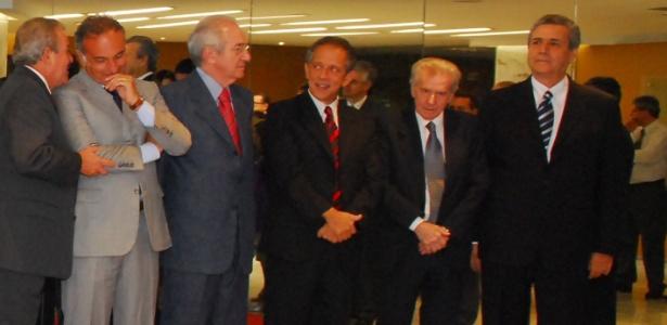 Leonel Julio (segundo da direita para a esquerda), em foto de 2009