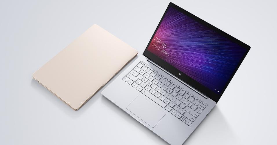 27.jul.2016 - A empresa chinesa Xiaomi anunciou o Mi Notebook Air, de estilo quase idêntico ao MacBook Air da Apple. O modelo maior conta com tela de 13,3 polegadas e pesa 1,28 kg; com 14,8 milímetros de espessura (13% mais fino que o MacBook Air). O processador é um Intel Core i5, há 8 GB de RAM e 256 GB em memória SSD. Já o outro tem 12,5 polegadas, com 12,9 milímetros de espessura e pesa 1,07 kg. Por dentro há um Intel Core M3, 4 GB de RAM e 128 GB no SSD. O modelo maior custará 4.999 yuan (R$ 2,4 mil, em conversão direta), já o de 12,5? sairá por 3.499 (R$ 1,7 mil) na China