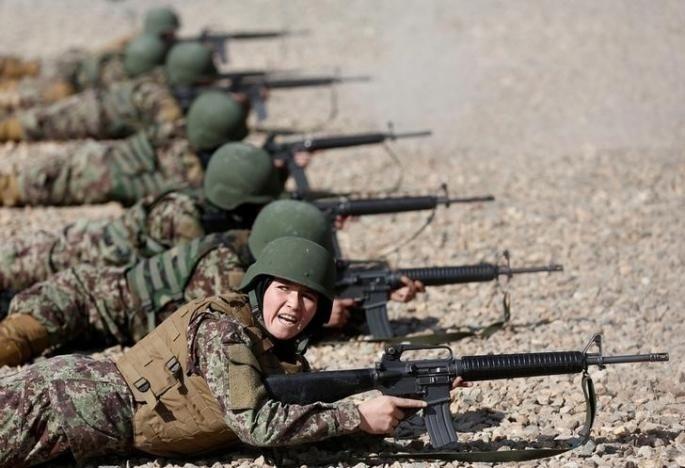 10.nov.2016 - Os Estados Unidos investiram pelo menos US$ 93,5 milhões, em 2016, para aumentar o número de mulheres no Exército afegão. No entanto, menos de 900 soldadas estão em campo. O total está bem abaixo do objetivo de 5.000 mulheres, de acordo com o Inspetor Geral do Afeganistão para a Reconstrução do Afeganistão